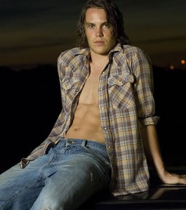 Cute Boy Alert!!: Taylor Kitsch - Get your Riggins on!